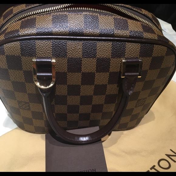 8e9c811323c2 Louis Vuitton Handbags - 💕Authentic Louis Vuitton Damier Sarria mini bag.